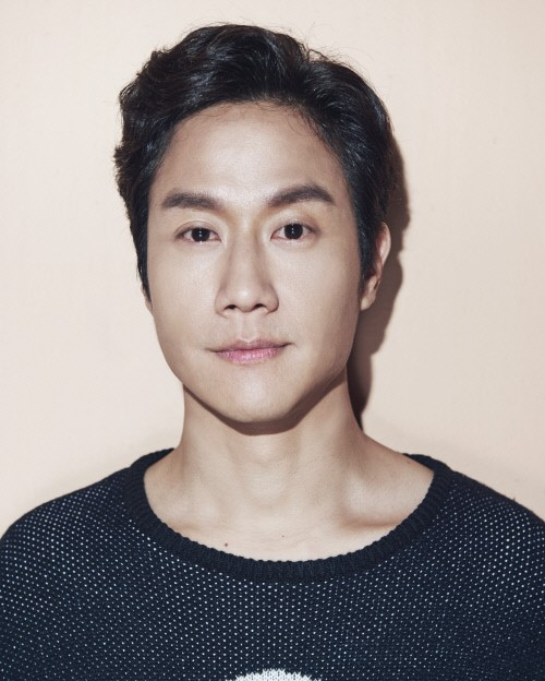 배우 정우가 BH엔터테인먼트와 전속 계약을 체결했다.ⓒBH엔터테인먼트