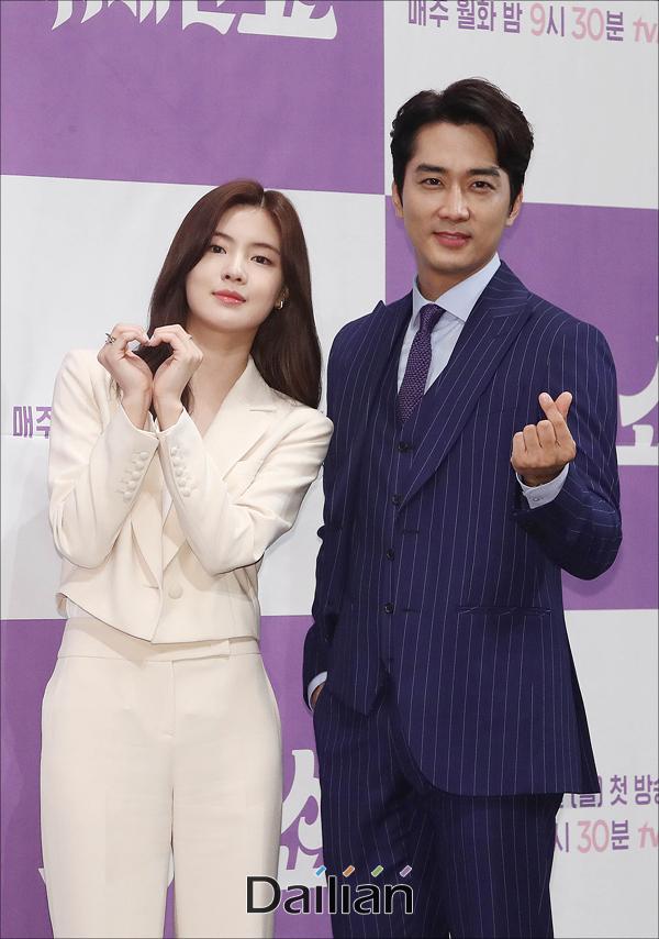 배우 송승헌, 이선빈이 21일 오후 서울 강남구 임피리얼팰리스에서 열린 tvN 새 월화드라마