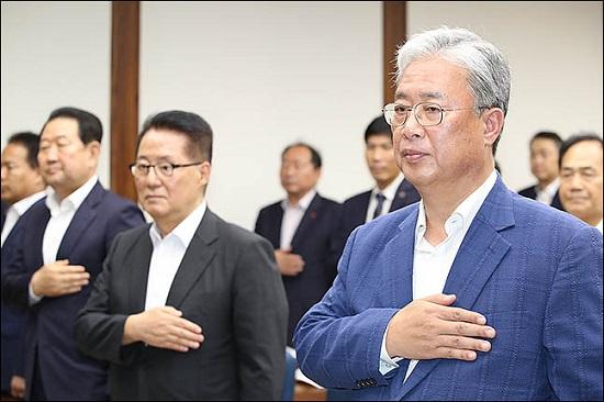 변화와 희망의 대안정치연대 소속 유성엽 임시대표(오른쪽)와 박지원 의원(오른쪽에서 두번째). ⓒ데일리안 박항구 기자