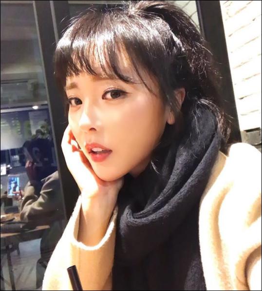 홍진영이 소속사 뮤직K엔터테인먼트를 상대로 전속계약 효력정지 가처분 신청을 냈다. ⓒ  홍진영 SNS