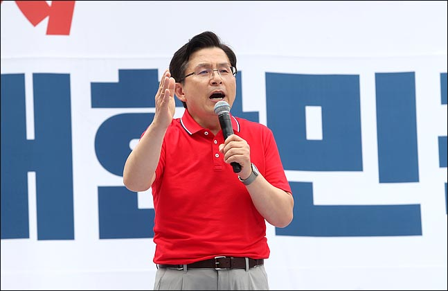 황교안 자유한국당 대표가 24일 오후 서울 광화문광장에서 열린