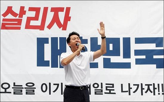 오세훈 전 서울특별시장이 24일 오후 서울 광화문광장에서 열린
