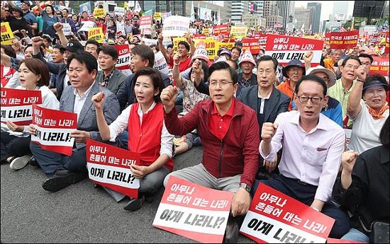 황교안 자유한국당 대표와 나경원 원내대표가 24일 오후 서울 광화문광장에서 열린
