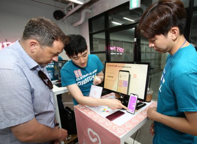 LG MBA 과정에 선발된 인재들이 23일 서울 강남구의 창업 허브인 팁스타운에서 개최된