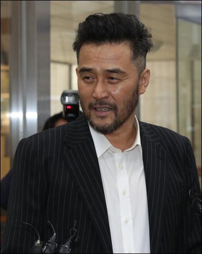 보복운전 혐의로 재판에 넘겨진 최민수에게 유죄가 선고됐다. ⓒ 연합뉴스