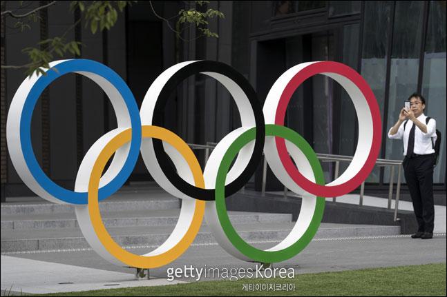 욱일기가 평화와 화합을 상징하는 올림픽에 허용될 수 없도록 IOC에 지속적으로 문제를 제기해 국제적 공조를 이끌어내야 하지만 녹록하지 않다. ⓒ 게티이미지