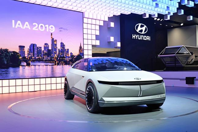 현대자동차가 10일(현지시간) 독일 프랑크푸르트 메세에서 열린 '2019 프랑크푸르트 모터쇼' 프레스데이 행사에서 EV 콘셉트카