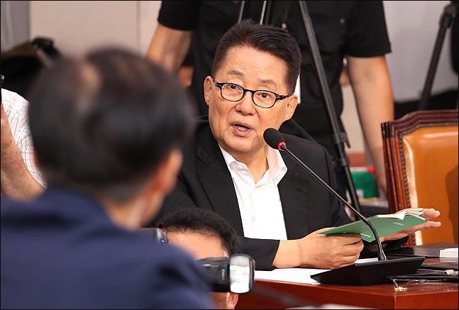 박지원 대안정치연대 의원이 6일 국회 법제사법위원회에서 열린 조국 법무부 장관 후보자 인사청문회에서 질의하고 있다. ⓒ데일리안 박항구 기자