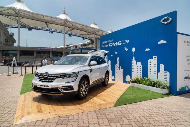 SK가스는 르노삼성자동차와 인천SK행복드림구장에서 국내 첫 SUV LPG차량인 'The New QM6 LPe' 모델을 전시하고 다양한 이벤트를 벌이고 있다.(자료사진)ⓒSK가스