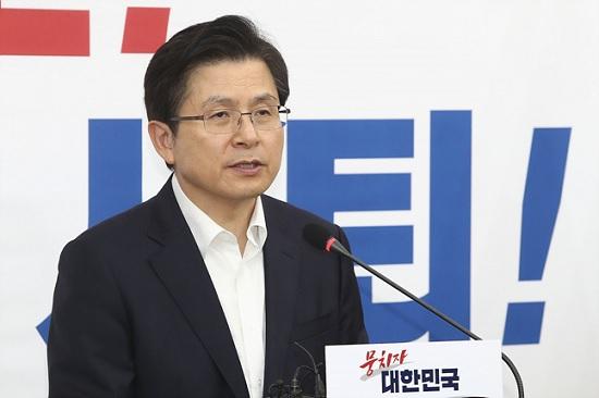 황교안 자유한국당 대표가 10일 오전 서울 여의도 국회에서 긴급 기자회견을 갖고 있다. ⓒ데일리안 홍금표 기자