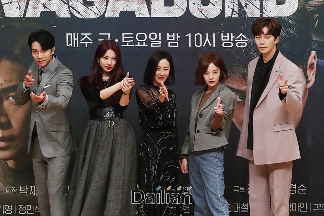 배우 이승기, 배수지, 문정희, 황보라, 신성록이 16일 오후 서울 양천구 SBS 목동사옥에서 열린 드라마