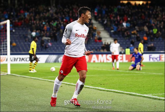 챔피언스리그 본선 데뷔전에서 1골-2도움을 올린 황희찬. ⓒ 게티이미지