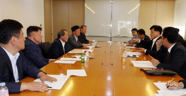 자동차산업연합회 소속 6개기관 대표들은 18일 한국자동차산업협회에서 국가기후환경회의
