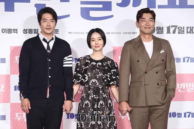 배우 권상우, 이정현, 이종혁이 17일 오전 서울 광진구 롯데시네마 건대입구에서 열린 영화