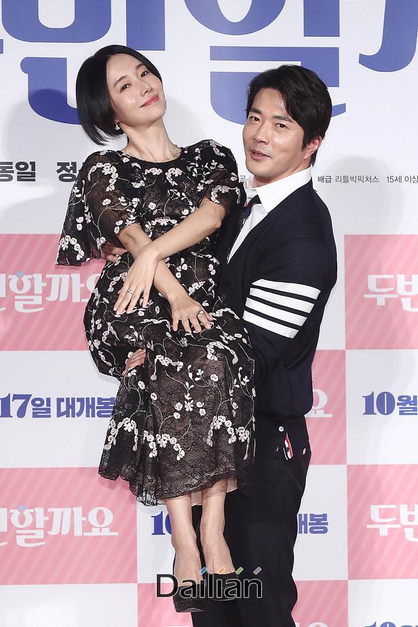 배우 권상우, 이정현이 17일 오전 서울 광진구 롯데시네마 건대입구에서 열린 영화