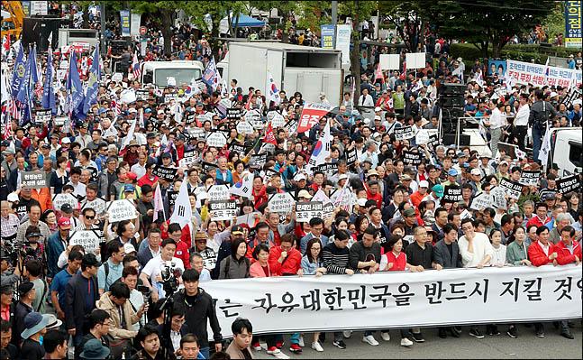 21일 오후 서울 광화문 광장에서 자유한국당이 주최한