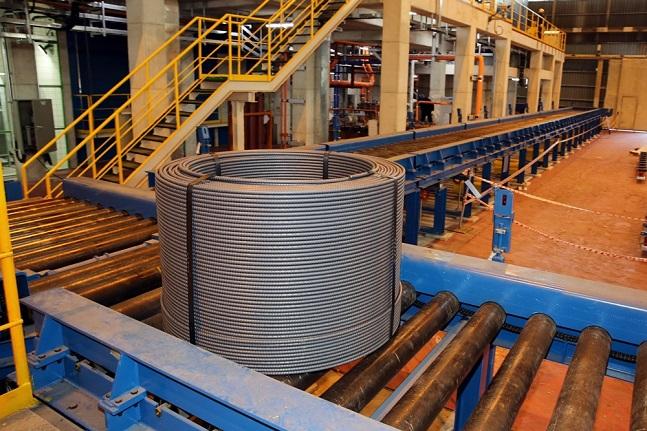동국제강이 국내 철강업계 최초로 개발한 내진용 코일철근.ⓒ동국제강