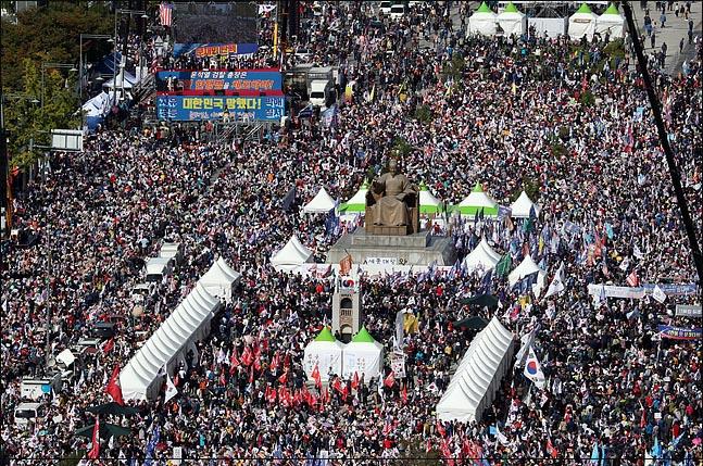 9일 오후 서울 광화문 광장에서 문재인 하야 범국민투쟁본부 등 보수성향의 단체들이 주최한