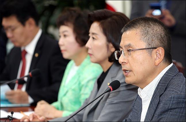 황교안 자유한국당 대표가 10일 오전 국회에서 열린 최고위원회의에서 모두발언을 하고 있다. ⓒ데일리안 박항구 기자