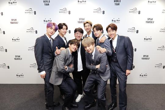 방시혁 빅히트 엔터테인먼트 대표가 방탄소년단(BTS)이 미국에서 성공할 수 있었던 이유로 꾸준한 의사소통으로 만들어진