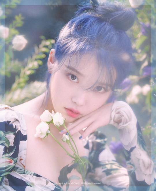 가수 아이유가 1년 만에 미니앨범으로 돌아온다.ⓒ카카오M