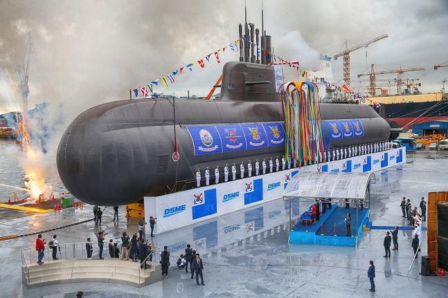 대우조선해양이 건조중인 대한민국 최초 3000톤급 잠수함인 '도산안창호함'(장보고-III 1차사업 1번함) 진수식 모습. ⓒ대우조선해양