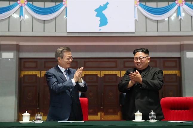 대한민국과 북한 축구대표팀이 평양에서 맞붙는 2022 카타르 월드컵 2차예선 경기가 오는 15일로 예정된 가운데 국민적 관심이 고조되고 있지만 북한 측의 묵묵부답으로 인해 응원단 파견은 물론 TV로 중계를 시청할 수 있을지 여부도 미지수인 상황이다. ⓒ평양사진공동취재단