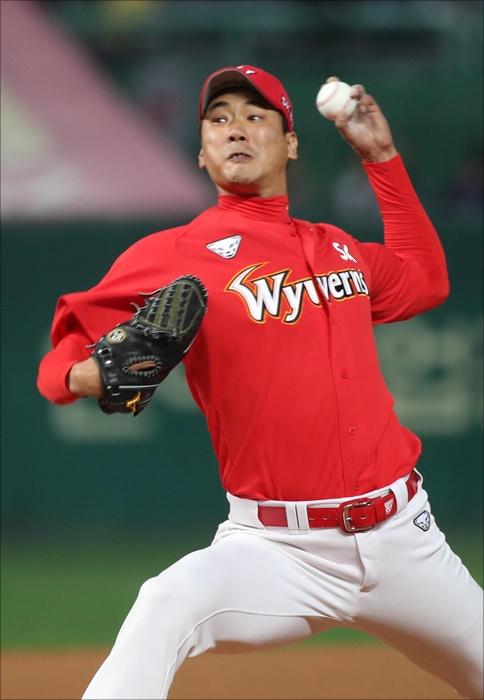 SK의 강력한 선발진 중에도 플레이오프 1차전 선발은 역시 김광현이다. ⓒ 뉴시스