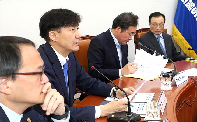 조국 법무부 장관이 13일 오후 국회 더불어민주당 대표실에서 열린 검찰개혁 고위 당정협의회에서 모두발언을 하고 있다.(자료사진) ⓒ데일리안 박항구 기자