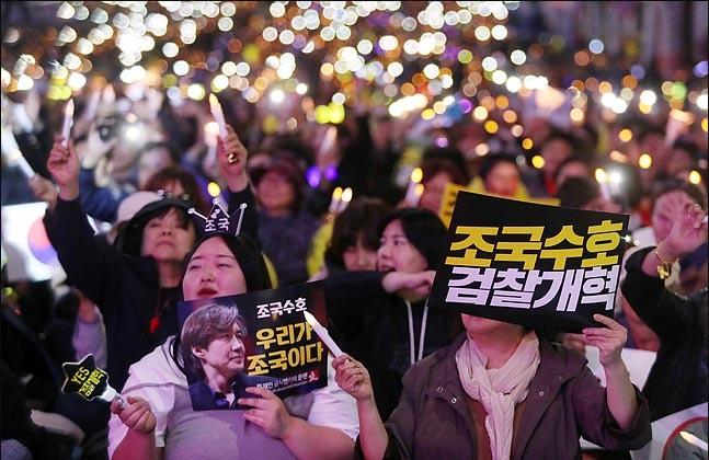 지난 12일 오후 서울 서초동 대검찰정 앞 서초역 사거리에 에서