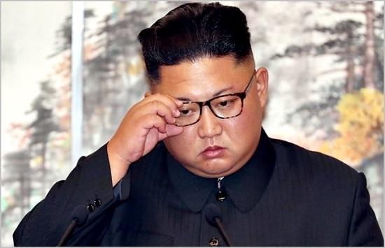 맨유팬으로 알려진 '축구광' 김정은까지 김일성경기장을 찾는다면 '빨치산 축구'는 한층 더 거칠어 질 것으로 보인다. ⓒ 평양사진공동취재단