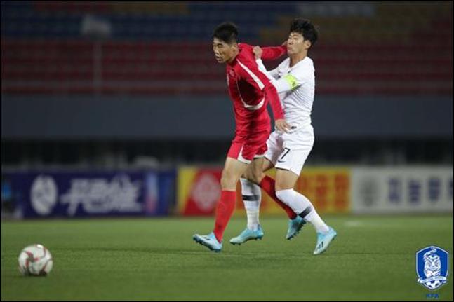 """손흥민은 """"선수들이 다치지 않고 돌아온 것만으로도 너무나도 큰 수확이라고 생각할 정도로 경기가 많이 거칠었다""""고 북한전을 회상했다. ⓒ 대한축구협회"""