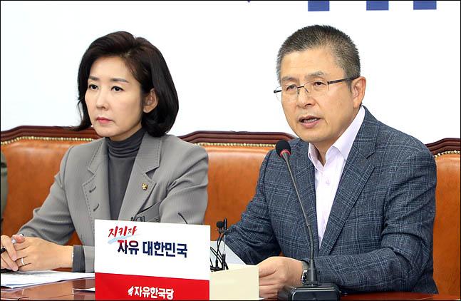 황교안 자유한국당 대표가 17일 오전 국회에서 열린 최고위원회의에서 모두발언을 하고 있다. ⓒ데일리안 박항구 기자