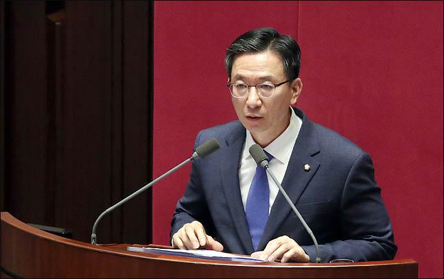 정성호 더불어민주당 의원이 30일 오후 열린 국회 본회의에서 경제분야 대정부질문을 하고 있다. (자료사진) ⓒ데일리안 박항구 기자