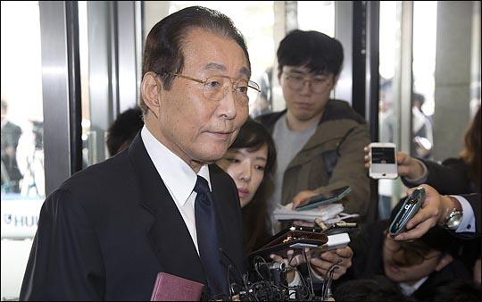 고건 전 국무총리(사진)는 한때 이명박·박근혜 전 대통령을 누르고 차기 대권주자 선두를 달렸으나, 2006년 12월 자신을 임명했던 임명권자 노무현 전 대통령으로부터