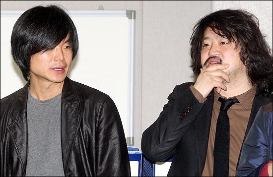 서울시 산하기관 tbs 교통방송에서 프로그램을 진행하고 있는 김어준 씨(오른쪽)와 주진우 씨(왼쪽). ⓒ데일리안 박항구 기자