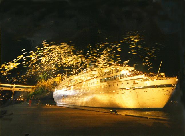 1998년 11월 18일 금강산관광선 현대금강호의 첫 출항 장면.ⓒ현대그룹