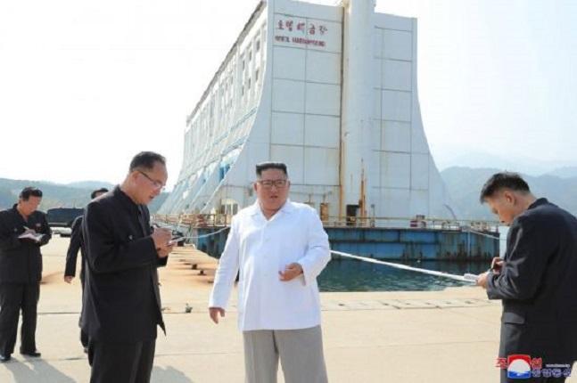 북한 기관지 조선중앙통신이 23일 김정은 북한 국무위원장의 금강산 일대 현지지도 사실을 보도했다. ⓒ조선중앙통신