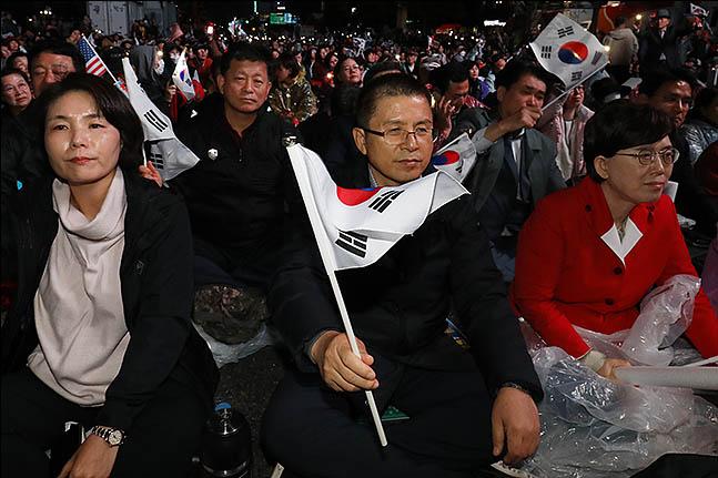 25일 오후 서울 광화문광장에서 문재인하야범국민투쟁본부 주최로 열린