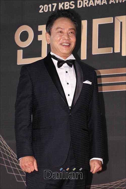"""배우 김영철이 자유한국당 인재영입 후보 중 한 명으로 지목된 데 대해 """"제안을 받았지만 거절했다""""고 밝혔다.ⓒ데일리안 홍금표 기자"""