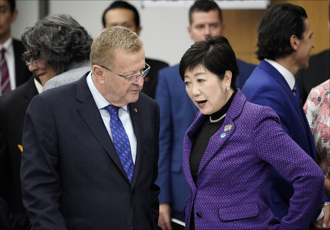 존 코츠 국제올림픽위원회(IOC) 조정위원장과 고이케 유리코 도쿄 도지사 등이 1일 도쿄서 열린 도쿄올림픽 준비 상황 점검회의에 참석했다. ⓒ 뉴시스