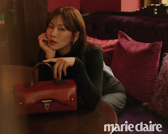 배우 김소연의 화보가 관심을 모으고 있다. ⓒ 마리끌레르