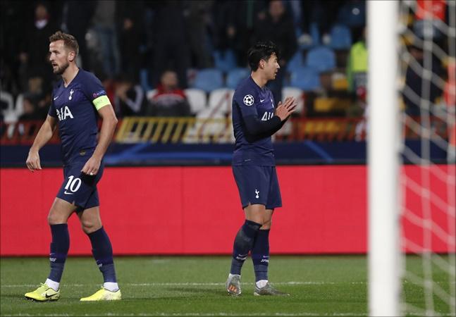 손흥민이 7일 오전(이하 한국시각) 세르비아 베오그라드의 라이코 미티치 경기장에서 열린 츠르베나 즈베즈다(세르비아)와의 '2019-20 유럽축구연맹(UEFA) 챔피언스리그(UCL)' 조별리그 B조 4차전 원정 경기서 득점에 성공한 뒤 기도 세리머니를 펼치고 있다. ⓒ 뉴시스