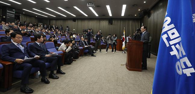 4일 오후 서울 여의도 국회에서 더불어민주당 의원총회가 열리고 있다(자료사진). ⓒ데일리안 홍금표 기자