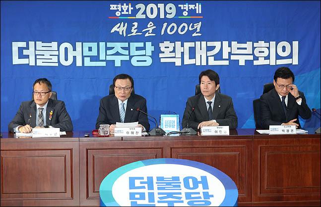 이해찬 더불어민주당 대표가 8일 오전 국회에서 열린 확대간부회의를 주재하고 있다. ⓒ데일리안 박항구 기자