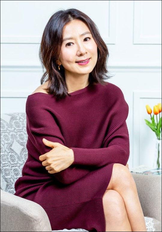 배우 김희애는 영화
