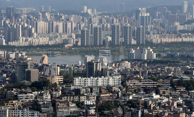 서울 용산구 N서울타워에서 바라본 서울 주택과 아파트 단지 모습.ⓒ뉴시스