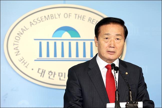 경남 진해를 지역구로 두고 있는 자유한국당 재선 김성찬 의원이 15일 오전 국회에서 기자회견을 열어 21대 총선 불출마를 선언하고 있다. ⓒ데일리안 박항구 기자