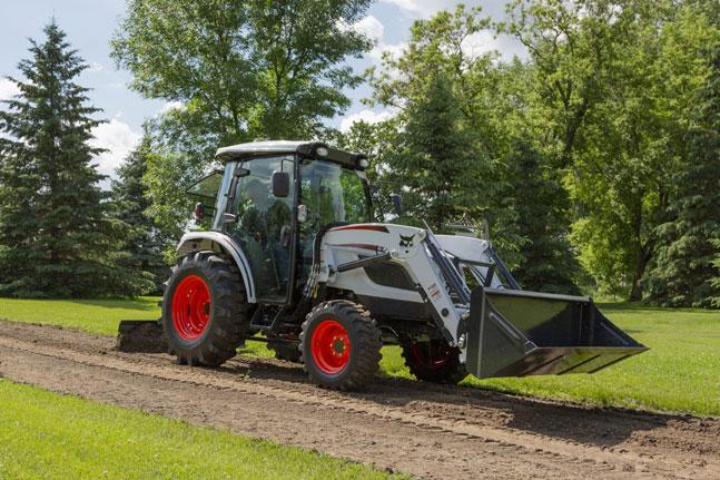 두산밥캣이 최근 북미시장에 출시한 콤팩트 트랙터(Compact Tractor), CT5558 모델. ⓒ두산밥캣