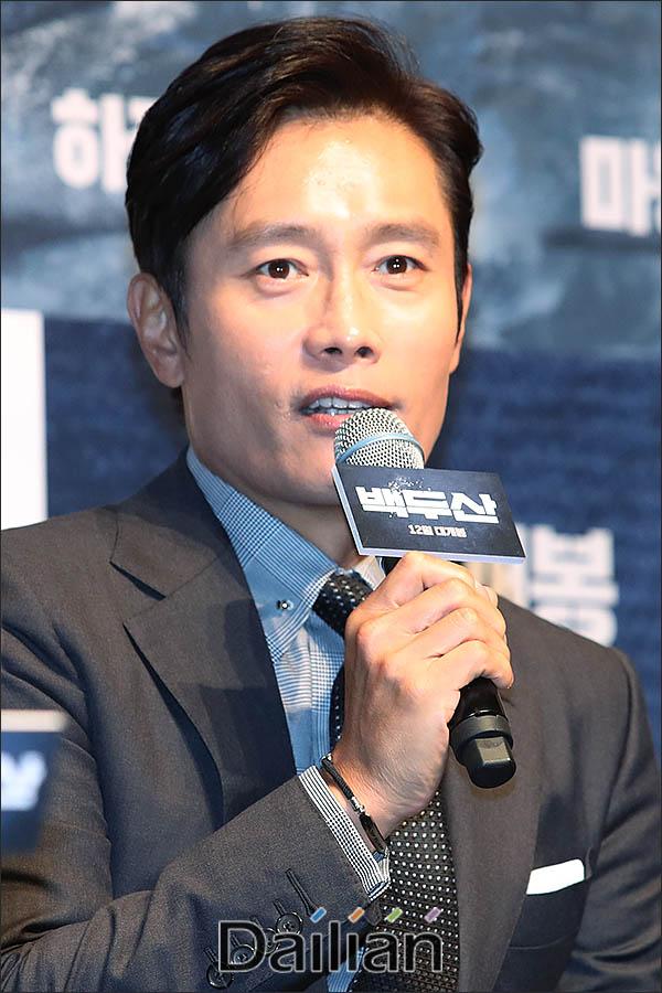 19일 오전 서울 강남구 압구정CGV에서 열린 영화